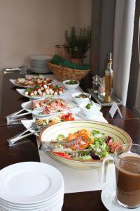 buffet-1148242_1280